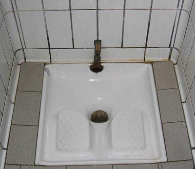 vid 233 o accouche sur les wc et b 233 b 233 tombe dans les toilettes